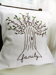 DIY family tree pillow for a Mother's Day #diy gifts #hand made gifts| http://diy-gift-ideas.blogspot.com