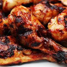 Erfahren Sie in unserem Weststyle Magazin, wie Sie die perfekten Chicken Drum Sticks, mit Ihrem Weber Grill zubereiten.