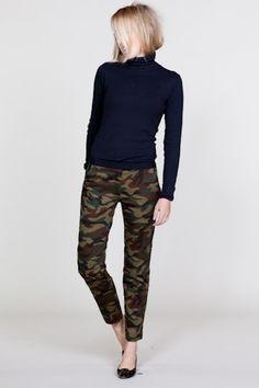 camo skinny pants with black turtleneck and heels - fall Camo Jeans Outfit, Camo Outfits, Camo Pants, Casual Outfits, Camo Dress, Camo Skinnies, Camouflage Pants, Jean Outfits, Camo Fashion
