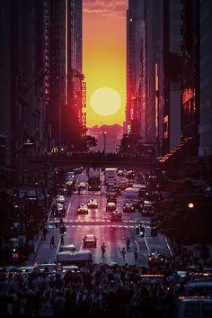 Before I Die… witness a Manhattanhenge sunset /// #bucketlist #yolo