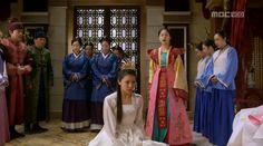 this episode is way too cool! Empress Ki, Ha Ji Won, Korean Dramas, Kdrama, Madness, Sari, Traditional, Costumes, Cool Stuff