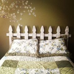 luxury white picket fence headboard 21 with additional bed headboards with white ujxfnwx - Modern Picket Fence Crafts, White Picket Fence, Cedar Fence, Wooden Fence, Picket Fences, Wooden Decor, Picket Fence Headboard, Headboard Decor, Bedroom Themes