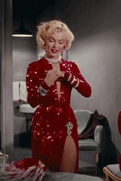 — Marilyn Monroe's costumes from Gentlemen Prefer.perfectlymarilynmonroe — Marilyn Monroe's costumes from Gentlemen Prefer. Costume Marilyn Monroe, Style Marilyn Monroe, Marilyn Monroe Photos, Marilyn Monroe Outfits, Marilyn Monroe Wallpaper, Marylin Monroe Body, Marilyn Monroe Playboy, Marilyn Monroe Diamonds, Classy Aesthetic