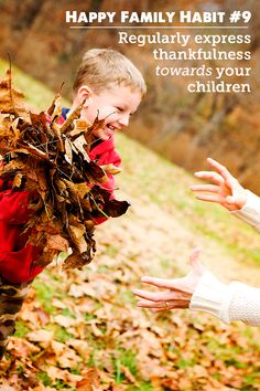 Happy Family Habit Model Thankfulness TOWARDS Your Kids - part of a great series on simple things families can do every day to be happie. Happy Family, Happy Kids, Family Life, Parenting Articles, Parenting Advice, Kids Part, Education Positive, Family Traditions, Simple Things