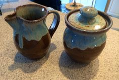 Our latest find found at the market in #oakisland #pottery #sugar #creamer #coffee #tea #farmersmarket #farmersmarketfinds find it here http://www.triplecpottery.us/