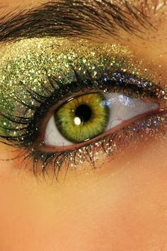 Love this!!  New Year's, maybe??    Also check out this video Candy Cane Eyeshadow Tutorial at http://www.youtube.com/watch?v=_srOpNkfvW8  - skip to 05:30 Loose Glitter Eyeshadow, Green Eyeshadow, Glitter Makeup, Glitter Gel, Gold Glitter, Creative Eye Makeup, Blue Makeup, Hair Makeup, Stunning Eyes