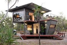 Couple Turned Shipping Containers Into A Unique Northern Territory Experience | Home Design, Garden & Architecture Blog Magazine Container Home Designs, Container Cabin, Container Houses, Architecture Design, Container Architecture, Garden Architecture, Metal Facade, Tiny House Talk, Casas Containers