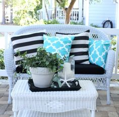 Interior designer and event planner Kristy Seibert lives with her family in a little house on the West Coast of Florida. They call it the Starfish Cottage. Step in and enjoy the calm feeling! Kristy puts a Starfish Cottage Spin on Mason Jars. The lovely seashell prints are available in Kristy Seibert's Etsy store Starfish …