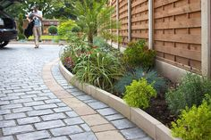 Invite guests in with the top 40 best driveway edging ideas. Explore unique border designs from brick to pavers, concrete, stone landscaping and beyond. Garden Border Stones, Garden Borders, Garden Stones, Driveway Edging, Lawn Edging, Paving Edging, Stone Landscaping, Driveway Landscaping, Landscaping Ideas