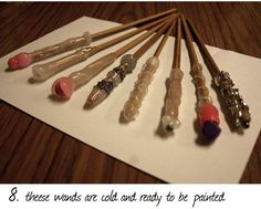 How to make Harry Potter style wooden magic wands. How to make Harry Potter style wooden magic wands. Harry Potter Diy, Fantasia Harry Potter, Garri Potter, Estilo Harry Potter, Harry Potter Nursery, Harry Potter Halloween, Harry Potter Style, Harry Potter Birthday, Hogwarts Tumblr