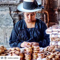 In the interior of our country the most delicious #artesanal #paestries that you could ever taste are being prepared. An example of that are the #rosquitas which are baked during #Holy #Week in the department of Ayacucho. Dont miss them out!  En el interior de nuestro país se preparan los #pasteles #artesanales más deliciosos que alguien pueda probar. Un ejemplo de ello son las rosquitas que se preparan durante la #Semana #Santa en el departamento de #Ayacucho. No dejes de probarlas…