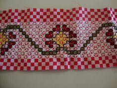Bordado em tecido xadrez - Barrinha Bordada/Amostra (Detalhes sobre o bordado... Visitar) Bordado Tipo Chicken Scratch, Hand Stitching, Gingham, Embroidery, Quilts, Blanket, Crochet, Fabric, Diy