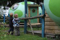 In het Kinderkoninkrijk op camping 't Schinkel op de Veluwe kun je wel heel origineel overnachten. Je kunt hier namelijk logeren in een echt Drakennest!