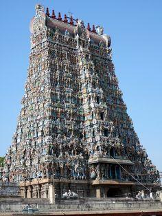Inde du Sud Temples aux tours élancées, théâtre dansé et éléphants caparaçonnés symbolisent cette région tropicale.