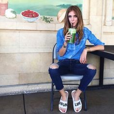 slide-chinelo-chiara-ferragni-fashion-it-girl-tendencia-look-casual-jeans-outfit-e1471532889141