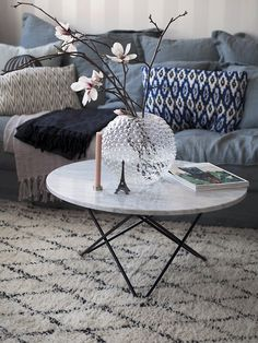 5 ideas for decorating a coffee table in the living room – Furnishings Living Room Inspiration, Home Decor Inspiration, Interior Decorating, Interior Design, Living Room Interior, Sweet Home, House Styles, Furniture, Gothenburg