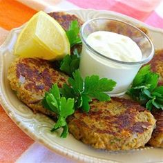 Scrumptious Salmon Cakes - A little Old Bay, garlic powder, Worcestershire sauce, and Dijon give these a kick in the pants. Top Recipes, Salmon Recipes, Fish Recipes, Seafood Recipes, Great Recipes, Dinner Recipes, Cooking Recipes, Favorite Recipes, Recipies