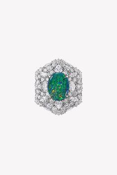 Ода опалам в коллекции драгоценностей Dior et d'Opales | Украшения | VOGUE Dior Jewelry, Absolutely Fabulous, Vogue, Pendants, Jewels, Gemstones, Bracelets, Earrings, Accessories