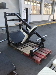 Homemade Gym Equipment, Gym House, Diy Home Gym, Gym Machines, Workout Equipment, Weight Training, Squats, Exercises, Strength