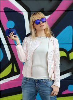 """"""" A volte c'è bisogno di semplicità. Di smontare i paletti ed i limiti che talvolta complicano le nostre giornate. Dimenticare la meta e godersi solamente il viaggio. Vivere di leggerezza ed ironia e di sorridere con il cuore"""". E' il bellissimo post che potete leggere e guardare sul fashion blog The ChiliCool by Alessia Milanese. Ancora grandi compagni di questo viaggio i gioielli Luca Barra. #bracciale #lucabarragioielli #fashionblog #thechilicool #alessiamilanese"""