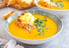 Zupa dyniowo-cebulowa z grzanką. Nasz kulinarny hit tej jesieni. PRZEPIS Thai Red Curry, Salsa, Food Porn, Good Food, Dinner, Eat, Cooking, Ethnic Recipes, Kitchen