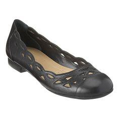 Easy Spirit: Shoes > Flats