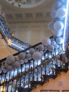 Balloons growing up stairs Balloon Display, Balloon Garland, Balloon Decorations, Balloons, Wedding Decorations, Party Themes, Party Ideas, Disco Party, Party Kit