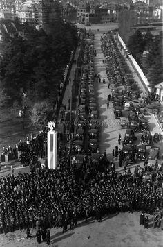 E4.Bukarest.Einzug der rumänischen Truppen von Odessa, Wagenanfahrt und Parken von oben Russian Revolution, World War Two, Romania, Ww2, Spanish, Military, Pictures, Bucharest, Collection