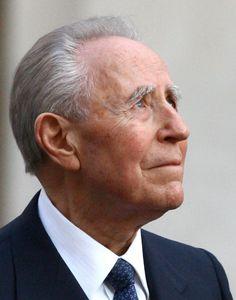 † Carlo Azeglio Ciampi (95) 16-09-2016 Ex-president Carlo Azeglio Ciampi van Italië is vrijdag op 95-jarige leeftijd in Rome overleden, meldden Italiaanse media. Ciampi was president van het land van mei 1999 tot mei 2006. Eerder was hij in de jaren negentig onder meer premier en minister van Financiën. https://youtu.be/glEOPrYI0Jg