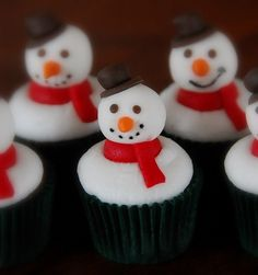 I'm going to make snowman cupcakes!! How cute are these??