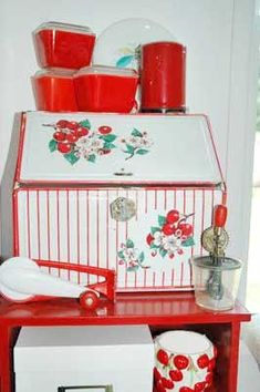 .i almost have the whole cherry set i need that bread box