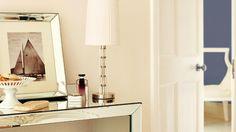 Dowiedz się, jak urządzić wnętrze w stylu Glamour. Zobacz jak pomalować oraz jakie dodatki wybrać.