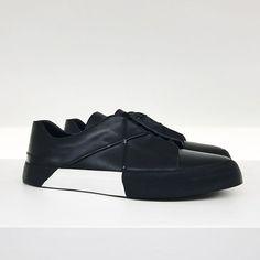 MEN'S SNEAKERS // BANGKOK  #sneakerlove #instasneakers #sneaker #mensfashions #milano #outfitoftheday