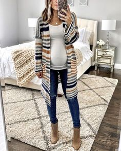 Winter Maternity ClothesYou can find Pregnancy outfits and more on our website. Winter Maternity Outfits, Stylish Maternity, Winter Outfits Women, Winter Fashion Outfits, Maternity Wear, Maternity Dresses, Autumn Winter Fashion, Fall Outfits, Fall Winter