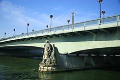 El zuavo del Pont de l'Alma se usaba para medir las crecidas del #Sena. En el túnel cercano #TalDíaComoHoy de 1997, #LadyDi perdía la vida. http://www.viajaraparis.com/lugares-para-visitar-en-paris/invalides-de-paris/ #París