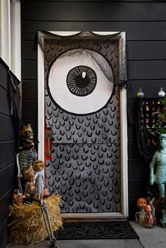 PRINTABLE Halloween door covers from CaravanShoppe.com. Really cool way to cover a door this year, and inexpensive.