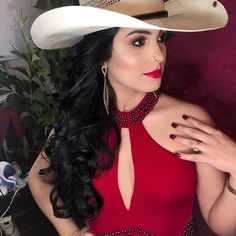 Image may contain: one or more people, hat and closeup Sexy Cowgirl, Cowboy Up, Cowboy Hats, Estilo Cowgirl, Rodeo Girls, Western Girl, Beautiful Gorgeous, 98, Horse Riding