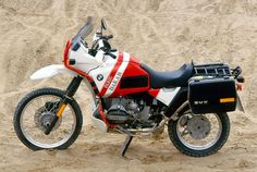 "BMW issued a special-edition R 80 G/S ""Paris-Dakar"" model in late 1984 Bike Bmw, Bmw Motorcycles, Yamaha Bikes, Motorcycle Types, Motorcycle Travel, Bmw 100, Bmw Boxer, R80, Cool Bikes"