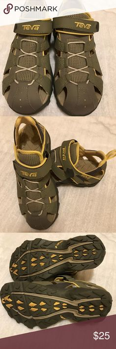 🎄Teva Deacon Sandals for Women🎄 🎄Teva Deacon Sandals for Women in EUC.  Worn one time and are perfect for hiking and cruising.  I have other pairs and love them but just didn't like the color once I got them. Very comfortable.🎄 Teva Shoes Sandals