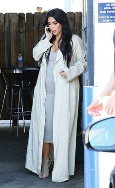 pregnant-kim-kardashian-leaves-a-studio-in-los-angeles-07-28-2015_3.jpg 1,200×1,963 pixels