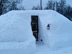 Tunnelmallinen iglu? Ehei, tässä nököttää sauna! Saunas, Snow, Outdoor, Outdoors, Steam Room, Outdoor Games, The Great Outdoors, Eyes, Let It Snow