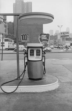 Exxon and Mobil stations, New York, 1979. Two years earlier, according to a new report, Exxon's scientists told the company that its main products contributed to global warming.  PHOTOGRAPH BY BRIAN ALPERT / KEYSTONE / HULTON ARCHIVE / GETTY
