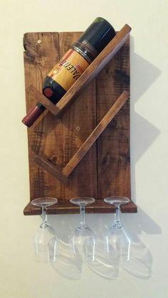 Diy Wine Rack Designs With The Unique And Trendy Styles - Diyever Unique Wine Racks, Rustic Wine Racks, Diy Wooden Projects, Wooden Diy, Wine Rack Inspiration, Wine Rack Design, Palette Deco, Pallet Wine, Wine Rack Wall