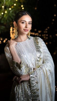 Party Wear Indian Dresses, Designer Party Wear Dresses, Indian Wedding Outfits, Pakistani Outfits, Bridal Outfits, Indian Outfits, Cute Couple Outfits, Shadi Dresses, Bollywood Wedding