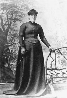 Femme enceinte, 1894  Alexander Turnbull Library   Reference: 1/2-151314-F     Permission of the Alexander Turnbull Library, National Library of New Zealand, Te Puna Mātauranga o Aotearoa    This is mother of 11 Elizabeth Shewry in a horse-riding habit just before the birth of a son in 1894. She is wearing a tightly laced corset and heavy, restrictive clothes. The combination of the corset and long voluminous skirt conceals her pregnancy from the viewer.