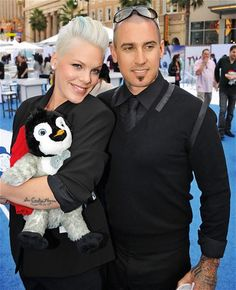 Pink and her husband Carey at the premiere of Happy Feet Love the soundtrack she did for that movie! Francis Chan, Beth Moore, Pink And Her Husband, Her Music, Good Music, Carey Hart, Alecia Moore, Famous Couples, Hot Couples