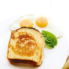 2017.05.30  産みたての地鶏の卵 目玉焼きに モッチリ小麦粉の味わいが感じられる 自家製の食パン 普通の朝ごはん しかし特別な逸品 折角なので 美味しいものだけを口にします  Freshly bred chicken eggs To sunny side up I can feel the taste of mochiri wheat flour Homemade bread Regular breakfast However special gems Because it is a corner I will only taste delicious items.  #basil #sunnysideup #vsco #foodpic #foodstragram #vscocam #instafood #instavsco #IGersJP #foodphoto #onthetable #vsco_food #vscogram #fodstyling #feedfeed #mycommontable #foodvsco #foodlover #wine…