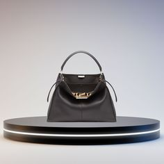 Fashion Deals, Women's Fashion, Large Leather Tote Bag, Large Handbags, Fendi, Stuff To Buy, Oversized Bags, Fashion Women, Womens Fashion