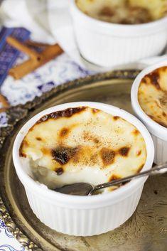 Sütlaç (Turkish Rice Pudding) - Cooking The Globe - Essen - Turkish Pudding Desserts, Dessert Recipes, Gourmet Desserts, Flan, Easy Cooking, Cooking Recipes, Ramadan Desserts, Mousse, New Recipes