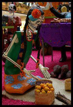 Ofrenda Dia de Muertos Perisur by Diego Uriarte, via Flickr